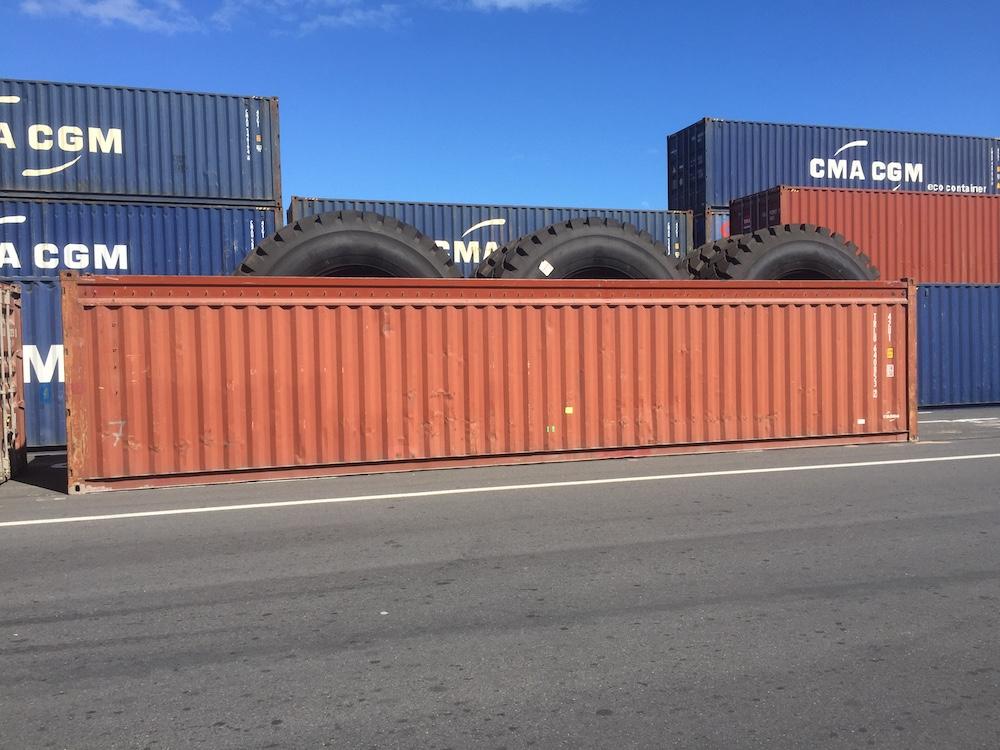 Container Open Top chargé de pneu hors format !