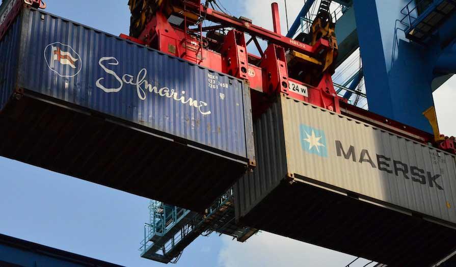 containers de 6m d'occasion en déchargement